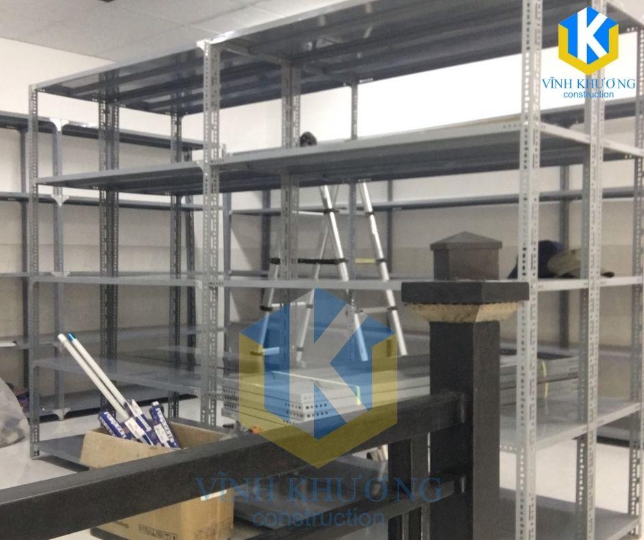 Lắp các hệ thống giá đỡ trong kho hàng theo yêu cầu