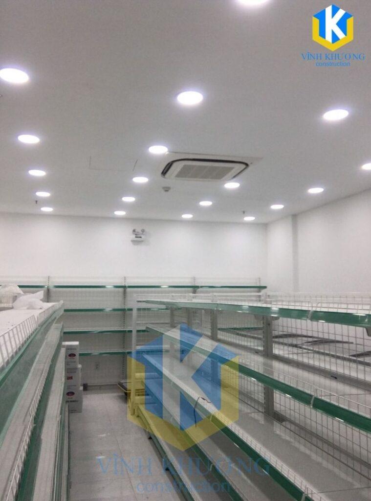 Không gian trưng bày có đầy đủ thiết bị, hệ thống chiếu sáng và làm mát
